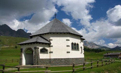 Zdjęcie WłOCHY / Dolomity / Dolina San Pelegrino / Kapliczka