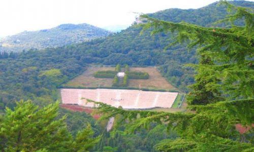 WłOCHY / Apeniny Środkowe / Monte Cassino  (Apeniny Środkowe) / Cmentarz wojenny II Korpusu na Monte Cassino