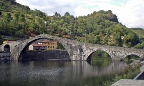 Zdjęcie WłOCHY / Toskania / Mozzano / Diabelski Most