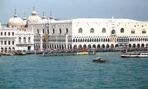 Zdjęcie WłOCHY / Veneto / Wenecja / Pałac Dożów i kopuły Bazyliki Św. Marka