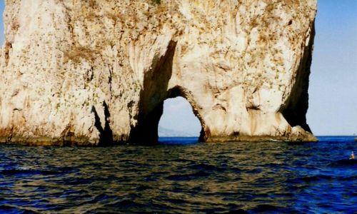 Zdjecie WłOCHY / Neapol, Sorento / Capri / Jedna ze skał koło Capri