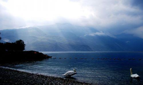 Zdjecie WłOCHY / - / Lago Di Garda / pochmurny poranek