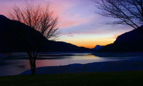 Zdjecie WłOCHY / Val di Sole / Paganella / zachód słońca nad jeziorem...
