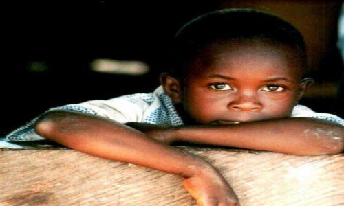 Zdjęcie WYBRZEŻE KOŚCI SŁONIOWEJ / Afryka / Abijan / Ciekawosc dziecka