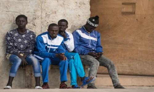 Zdjęcie WYBRZEŻE KOŚCI SŁONIOWEJ / Południowy / Abidjan / Ławeczka