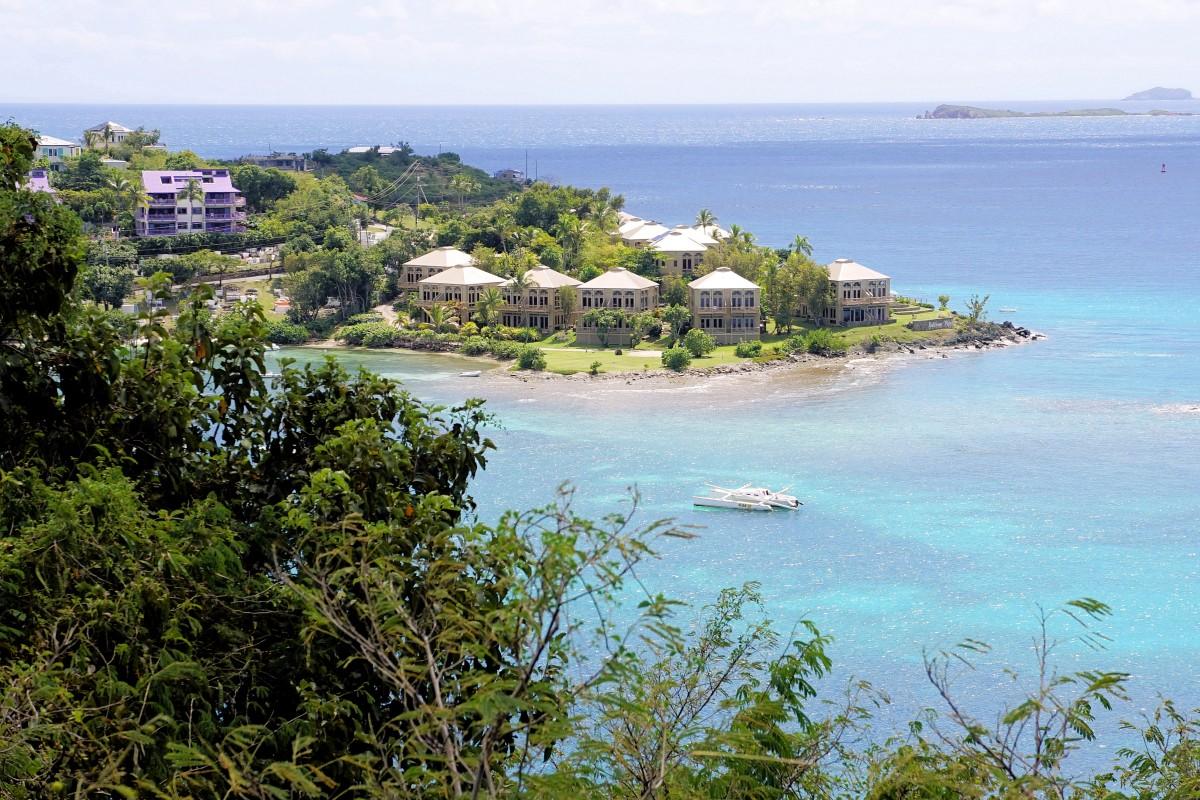 Zdjęcia: Wyspa Świętego Jana, Karaiby, Widok ze szlaku w Parku Narodowym Wysp Dziewiczych Stanów Zjednoczonych, WYSPY DZIEWICZE STANÓW ZJEDNOCZONYCH