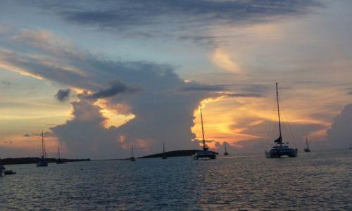 Zdjęcie WYSPY KARAIBSKIE / Karaiby / Marigot (St. Martin) / Zachód słońca nad Marigot