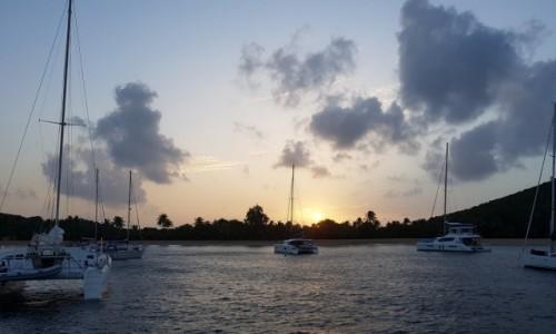 Zdjecie WYSPY KARAIBSKIE / Mayreau / Saline Bay / wieczorem...