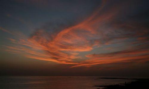 Zdjęcie WYSPY KARAIBSKIE / Martynika / na brzegu / zakręcona chmura