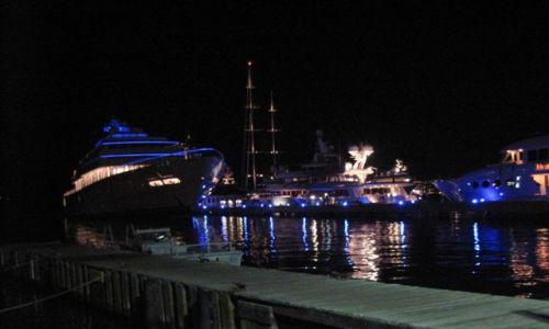 Zdjecie WYSPY KARAIBSKIE / US VI / St. Thomas ,Charlotte Amalie / Noc w porcie