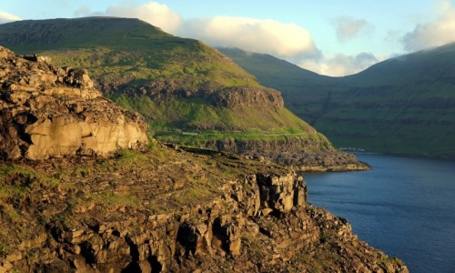 Zdjęcie WYSPY OWCZE / Wyspa Eysturoy / Duvugarðar / Nad fiordem