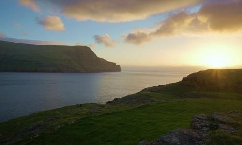 Zdjęcie WYSPY OWCZE / Wyspa Eysturoy / Duvugarðar / 23.00