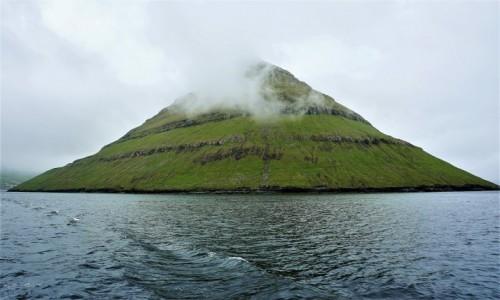 Zdjęcie WYSPY OWCZE / Eysturoy / Fuglafjørður / We mgle