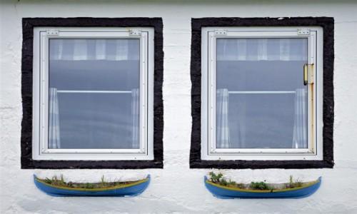 Zdjęcie WYSPY OWCZE / Wyspa Kalsoy / Trøllanes  / Okna