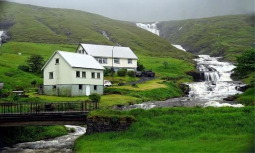 Zdjecie WYSPY OWCZE / w  drodze na Wyspę Kalsoy / . / Nad wodospadem