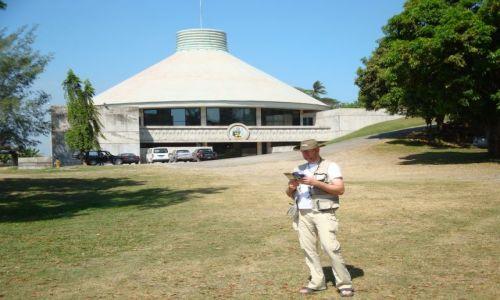 WYSPY SALOMONA / Pacyfik, Oceania / Guadalcanal, Honiara / Przed Parlamentem Wysp Salomona
