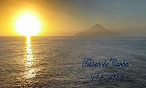 Zdjecie WYSPY ŚW.HELENY (Wielka Brytania) / południowa część Oceanu Atlantyckiego / Tristan da Cunha / Poranek