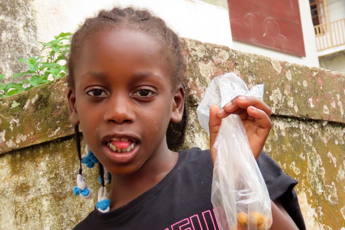 Zdjęcia: Monte Cafe, Sao Tome, Dziewczynka, WYSPY ŚWIĘTEGO TOMASZA i KSIĄŻĘCA
