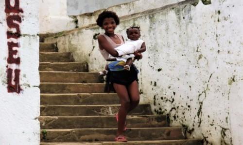 Zdjecie WYSPY ŚWIĘTEGO TOMASZA i KSIĄŻĘCA / Sao Tome / Monte Cafe / Szczęśliwa mama