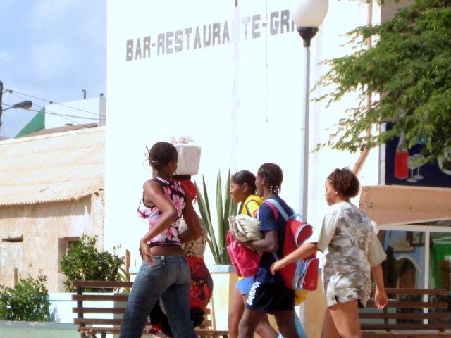 Zdjęcia: Santa Maria, Sali, dziewczyny, Wyspy Zielonego Przylądka