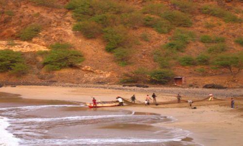 Wyspy Zielonego Przylądka / Santiago / Praia / rybacka rodzinka o poranku