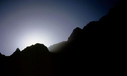 Wyspy Zielonego Przylądka / Fogo / Portella / zachód słońca nad wielkim kraterem
