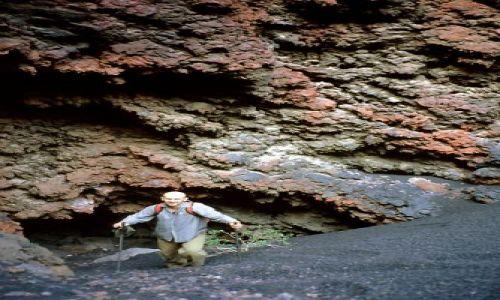 Wyspy Zielonego Przylądka / Fogo / Portella / jaskinie u podnóża wulkanu
