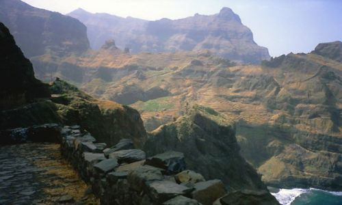 Zdjęcie Wyspy Zielonego Przylądka / Santo Antao / północna część wyspy / pośród majestatycznych gór