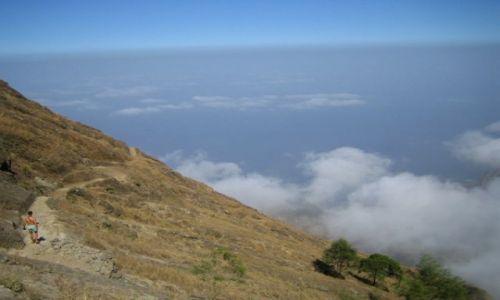 Wyspy Zielonego Przylądka / Santo Antao / trasa od Cova de Paul do Vila das Pombas / pośród chmur