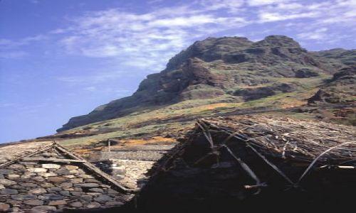Wyspy Zielonego Przylądka / Santo Antao / Formiguinhas / pod okapem gór