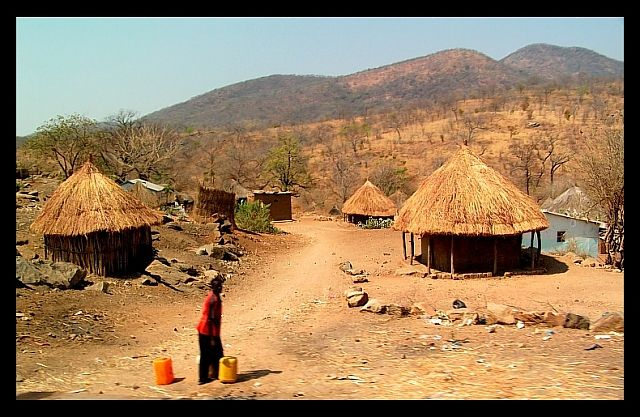 Zdj�cia: okolice Rufunsa, SE Zambia, Wioska, ZAMBIA