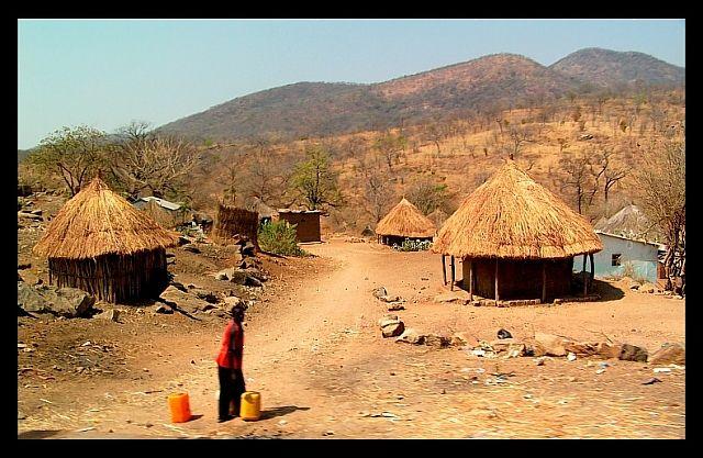 Zdjęcia: okolice Rufunsa, SE Zambia, Wioska, ZAMBIA