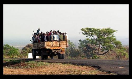 ZAMBIA / po�udniowo-wschodnia Zambia / Choma / Podr�owanie...