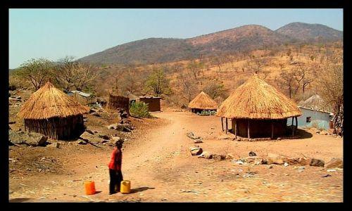 ZAMBIA / SE Zambia / okolice Rufunsa / Wioska
