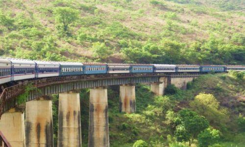 Zdjęcie ZAMBIA / droga z Lusaki do Dar es Salaam / Tazara train / Tazara train-podróż pełna wrażeń