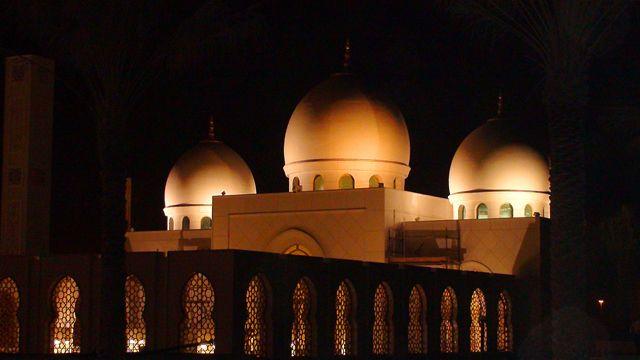 Zdjęcia: Meczet szejka Zayeda, Emirat Abu Dhabi, W świecie blichtru i religii, ZJEDNOCZONE EMIRATY ARABSKIE