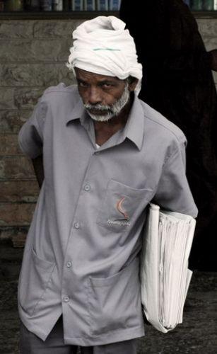 Zdjęcia: Sharjah, Sprzedawca gazet, ZJEDNOCZONE EMIRATY ARABSKIE