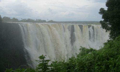 Zdjęcie ZIMBABWE / Zimbabwe / Zimbabwe / Wodospady Wiktorii od strony Zimbabwe