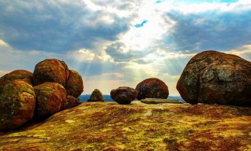 ZIMBABWE / Matabeleland / Matopos National Park / Grób z kamienia