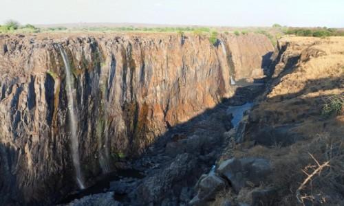 Zdjęcie ZIMBABWE / Pół.  zachodnie Zimbabwe / Wodospady Wiktorii / Zakręcony kurek  z wodą