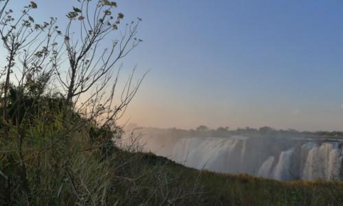 Zdjęcie ZIMBABWE / Pół.  zachodnie Zimbabwe / Wodospady Wiktorii / Wodospady Wiktorii cała na przód