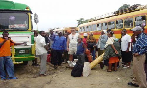 Zdjęcie ZIMBABWE / Mashvingo / dworzec autobusowy / wskaż element obrazka który jest inny ;)
