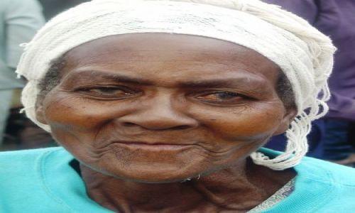 Zdjęcie ZIMBABWE / Chimanimani / targ / Uśmiech i ból
