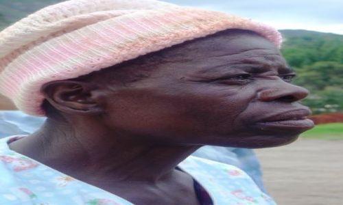 Zdjęcie ZIMBABWE / Chimanimani / rynek / zatroskanie