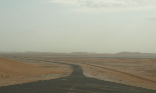Zdjecie ZJEDNOCZONE EMIRATY ARABSKIE /  emirat Abu Zabi / pogranicze ZEA/Oman/Arabia Saudyjska / droga przez pustynie nr.95