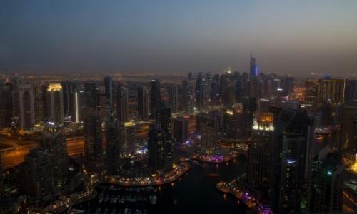 Zdjecie ZJEDNOCZONE EMIRATY ARABSKIE / Dubaj / Dubaj / Dubaj nocą...