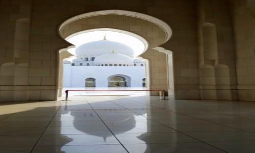 Zdjecie ZJEDNOCZONE EMIRATY ARABSKIE / - / Abu Dhabi / Meczet