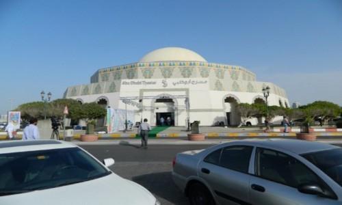 ZJEDNOCZONE EMIRATY ARABSKIE / Emirat Abu Zabi / Abu Zabi / Gmach teatru w Abu Zabi.