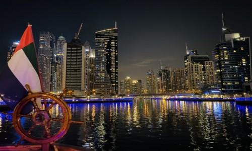 ZJEDNOCZONE EMIRATY ARABSKIE / - / Dubaj  / Zatoka Dubajska nocą